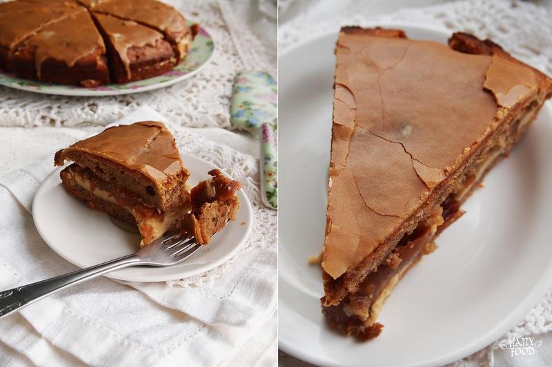 Домашний торт с орехами, кофе и грушевым вареньем