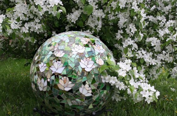 Декоративные шары из цемента для сада. Идеи и мастер-класс (4) (585x384, 63Kb)