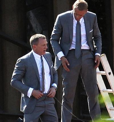 Актер Дэниэл Крейг (Daniel Craig) вместе со своим дублером Беном Куком (Ben Cooke), «007: Координаты «Скайфолл» (2011).