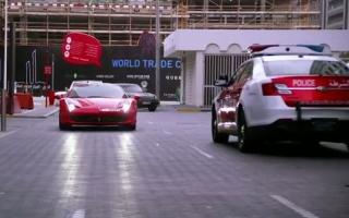 Полиция Абу-Даби устроила охоту на спорткар Феррари : видео
