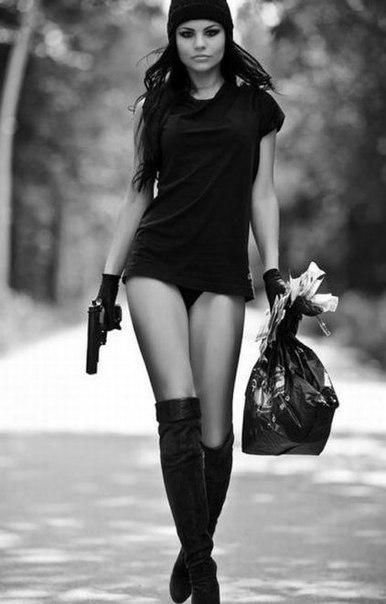 Не мужчина делает женщину счастливой, не мужчина.