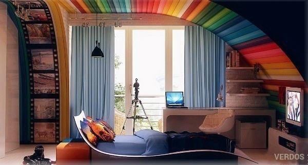 Эта комната напоминает радугу или же коробку с разноцветными карандашами - стильно, весело и ярко.