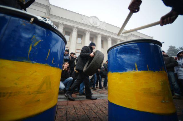 Беги, кролик, беги – митинг за отставку Яценюка прошел у здания Рады в Киеве