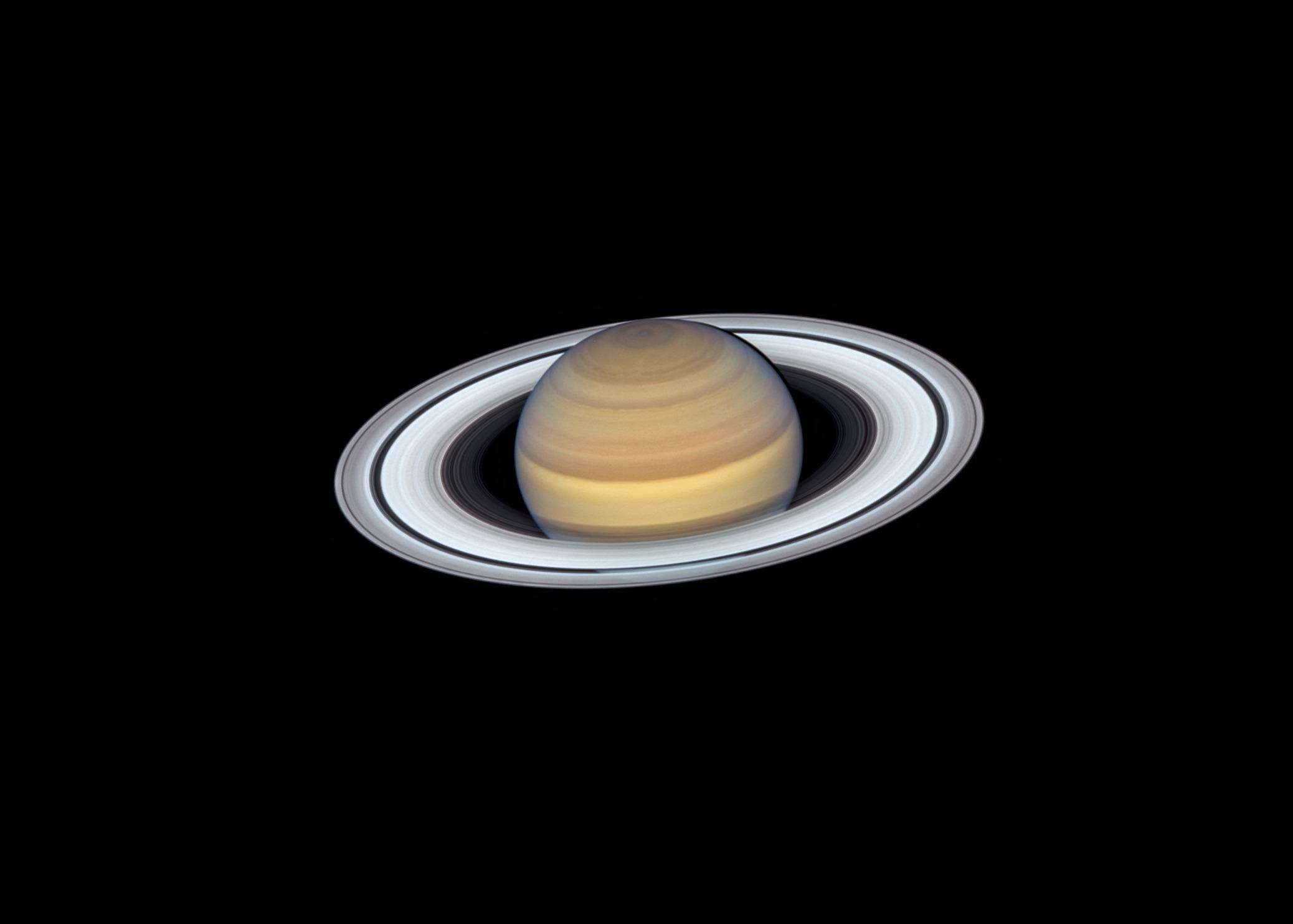 Получен «нереальный» снимок Сатурна