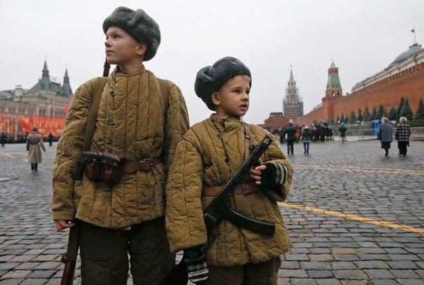 Фотография с событий на Красной площади в честь парада 7 ноября 1941 года