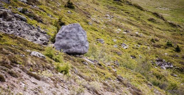 Вы думайте это просто большой камень?