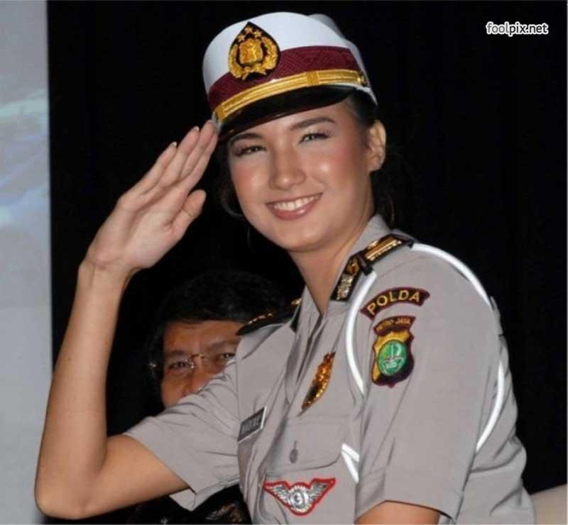 Девушки на службе в армии фото 21