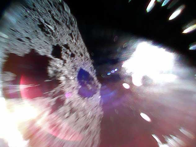 Опубликованы первые в истории фотографии с поверхности астероида