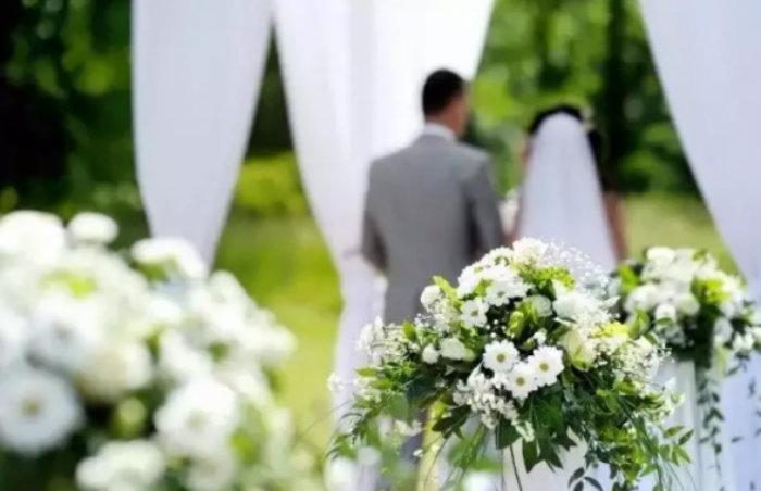 Хозяйка салона свадебных платьев поставила на место девушку, которая обидела полненькую невесту