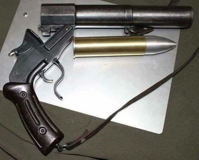 Конфискованное самодельное оружие                     (27 фото)