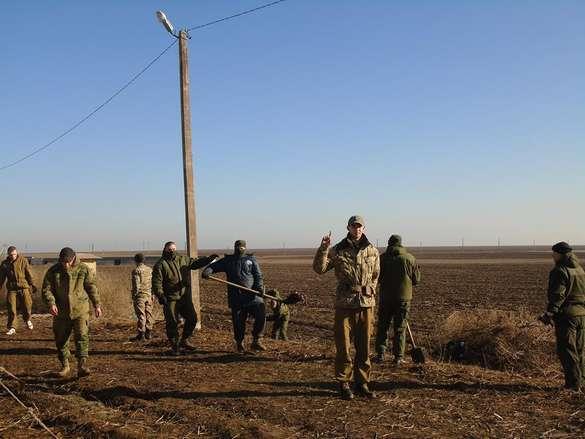 Ещё одна непреодолимая канава: члены «дикого батальона» на границе с Крымом объявили о начале обустройства рубежей (ФОТО)