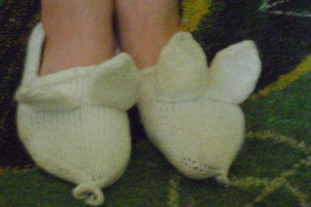 Тапочки-зайчики для дочки.