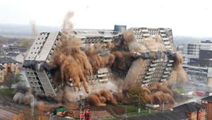 20 гифок о том, как сносят здания