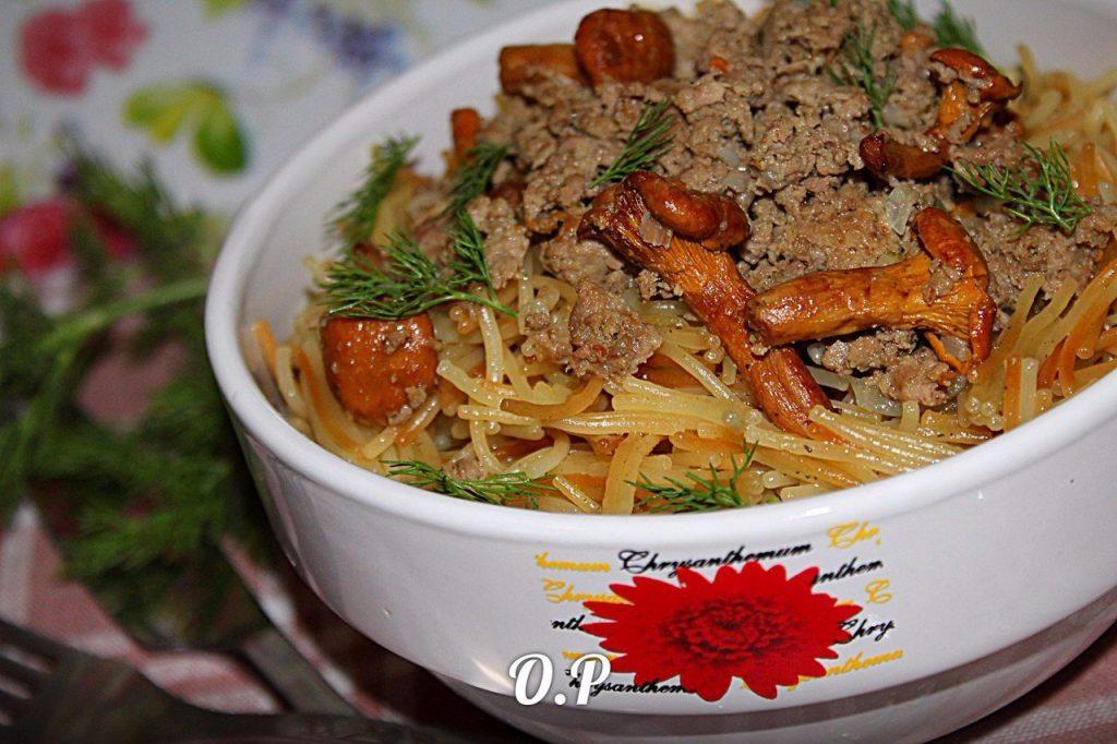 Обалденная жаренная вермишель с фаршем и грибами