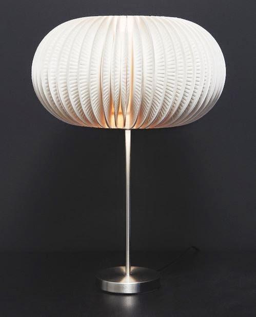 Оригинальный светильник из одноразовых тарелок