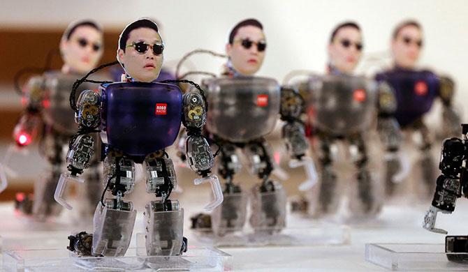 Роботы на работе