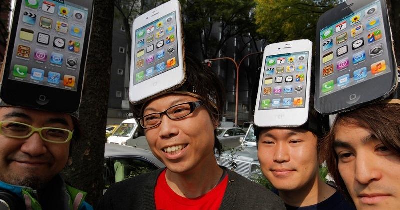 Все-таки они одинаковые: китаянка дважды вернула iPhone X, так как Face ID реагирует на лицо ее коллеги