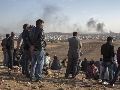 Кобани как сцена, на которую с возвышенности смотрит мир