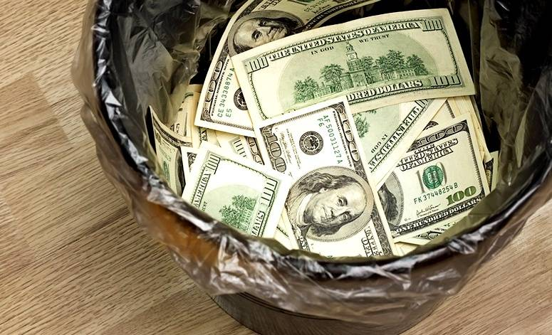 Первый пошел: страны начали отказываться от доллара