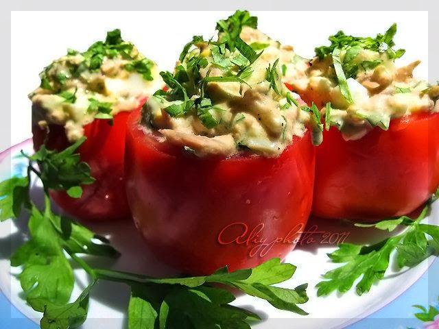 Фаршированные помидоры: очень вкусно получилось - сын сказал, что надо почаще такие делать!
