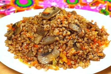 Фото к рецепту: Гречка на сковороде с грибами