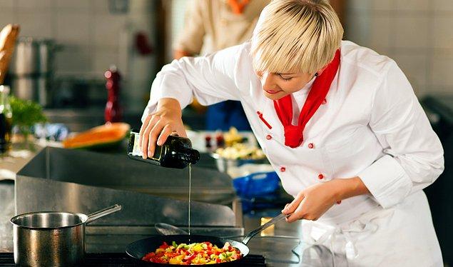 Выбирайте блюда, которые готовятся шеф-поварами при вас, в сопровождении гастрономического представления.