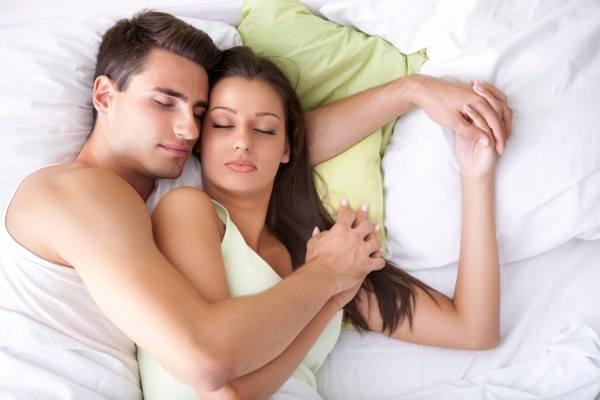 Жена в кровати фото