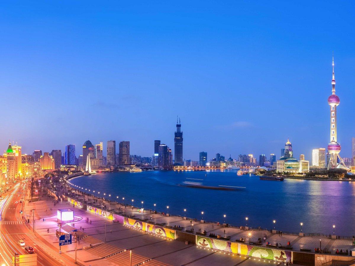 walk-the-bund-in-shanghai