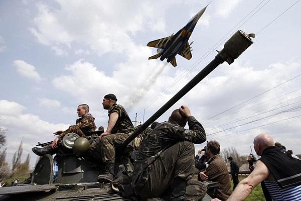 Ну чо хохлы,бросай шинель,вали в Россию?) Украинцы на войне зарабатывают в разы меньше россиян в мирное время.