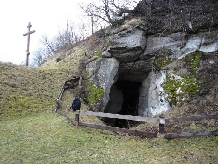 Пещеры в горе Бойко