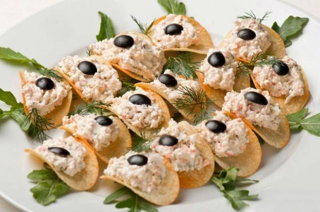7 вкуснющих праздничных закусок на скорую руку