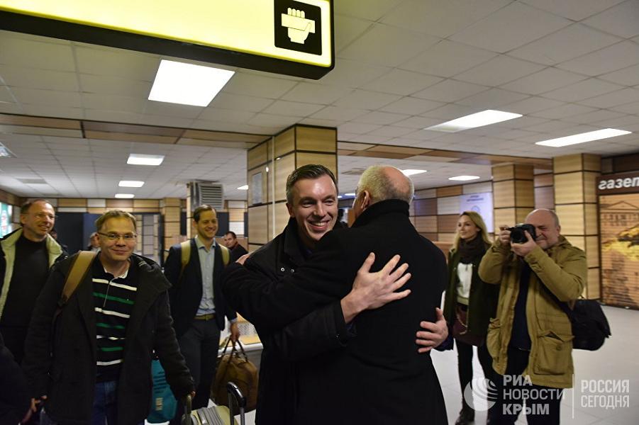10 немецких депутатов прибыли в Крым. Это победа?