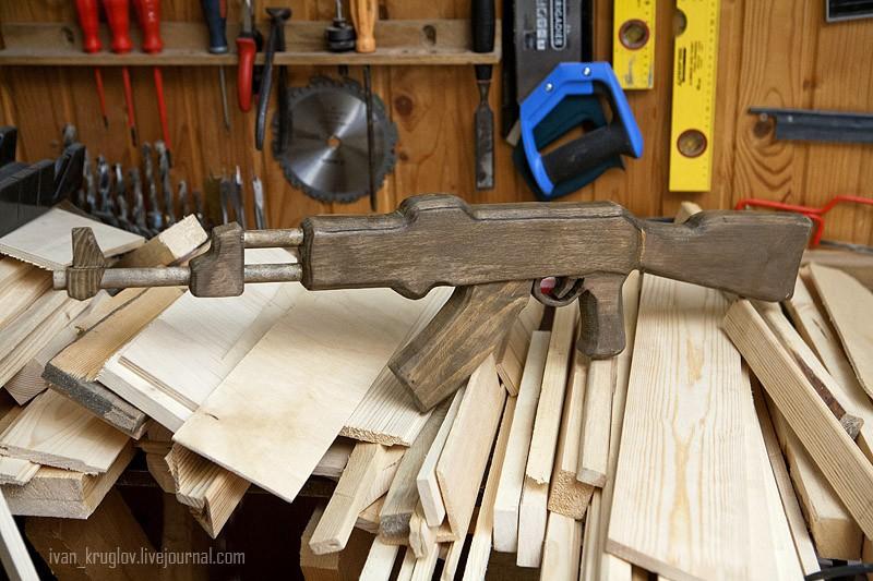 Как своими руками сделать деревянный автомат