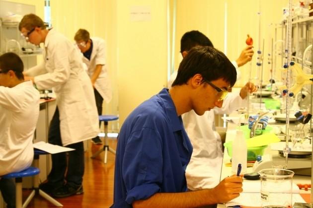 Российские школьники заняли первое место в общекомандном зачете на международной Олимпиаде по химии