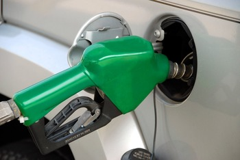 Производители бензина в России в апреле подняли цены на 13%