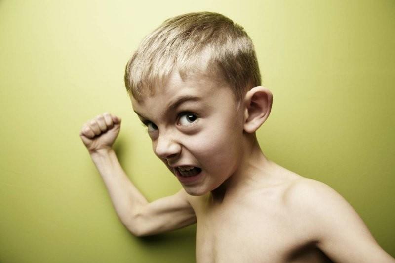Моего ребенка бьет малолетний садист, а я должна просто смотреть?