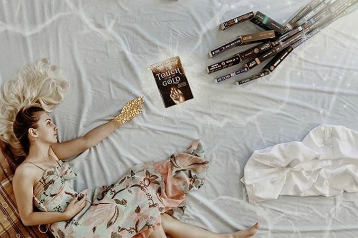 Читать - это искусство: Instagram-блогер возвращает моду на книги