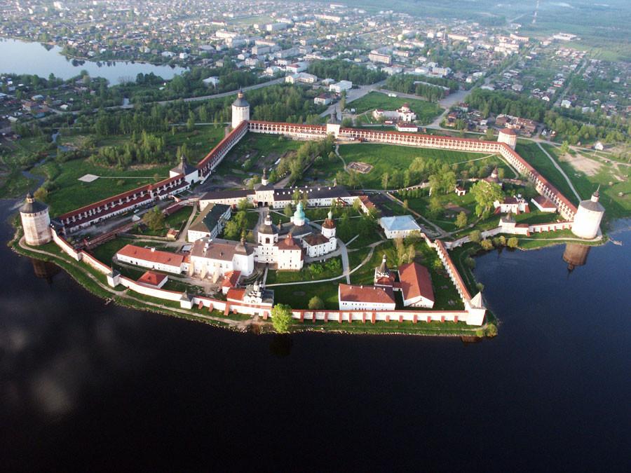 Кирилло-Белозерский монастырь Чудеса России, природа, сооружения