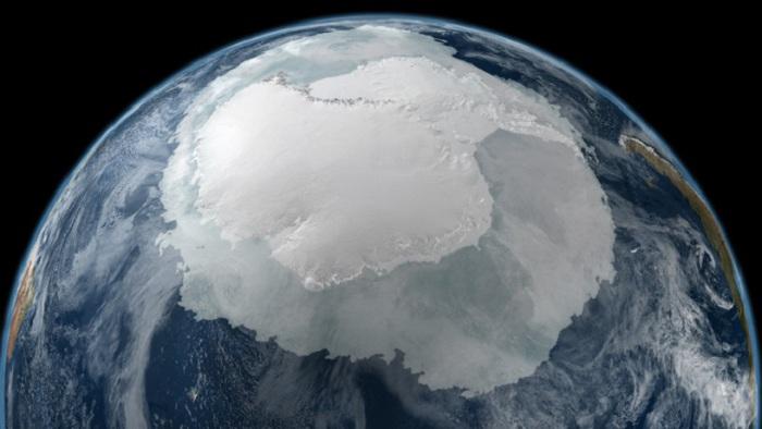 Вид на Антарктиду из космоса.