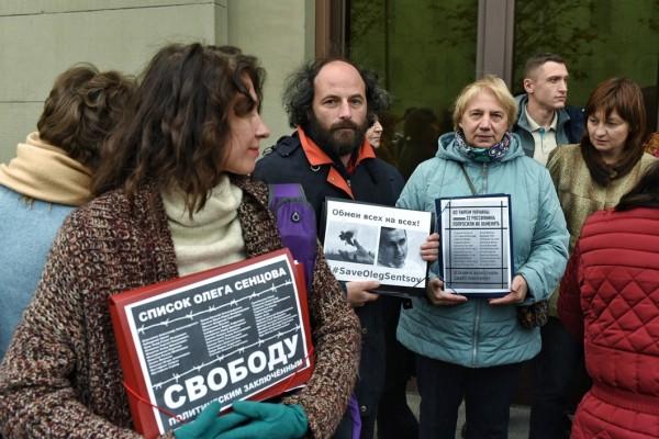 Альберт Лекс: Правозащитники торгуют людьми