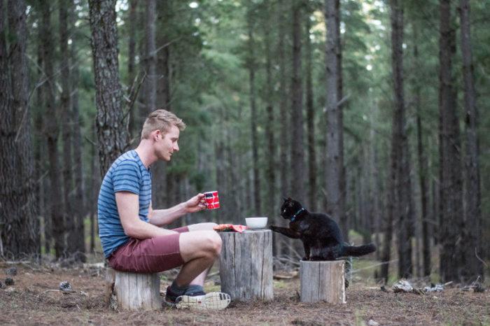 Парень бросил всё и отправился в путешествие с любимой кошкой
