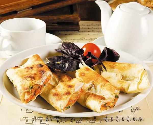 Рулеты из лаваша: Три рецепта для пикника