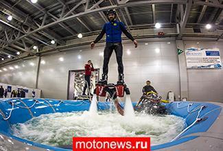 В Москве чудо-доску Флайборд испытали в очень маленьком бассейне...