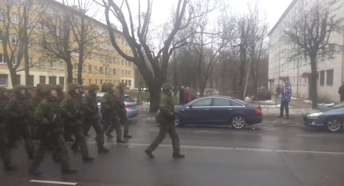 """Житель Нарвы """"затроллил"""" натовский парад гимном СССР"""