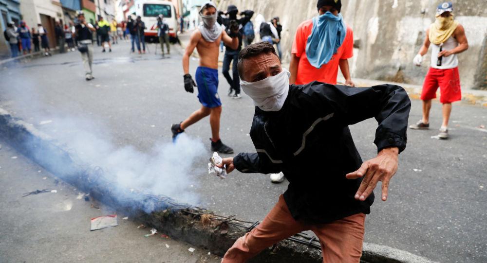 Почему никто не поддерживает США в решении венесуэльского кризиса вооруженным путём