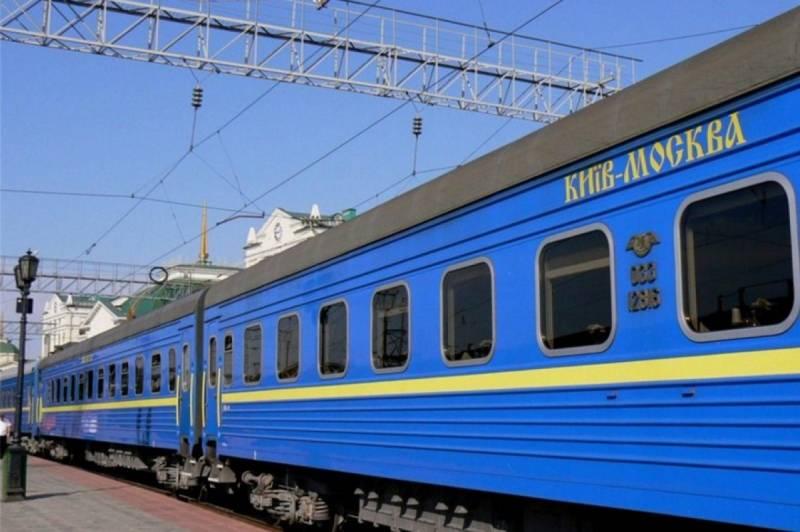 Украина собирается отменить поезда в Россию