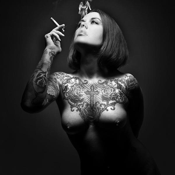 erotika-devushki-s-tatuirovkami-foto