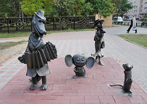 Памятник Чебурашке, крокодилу Гене