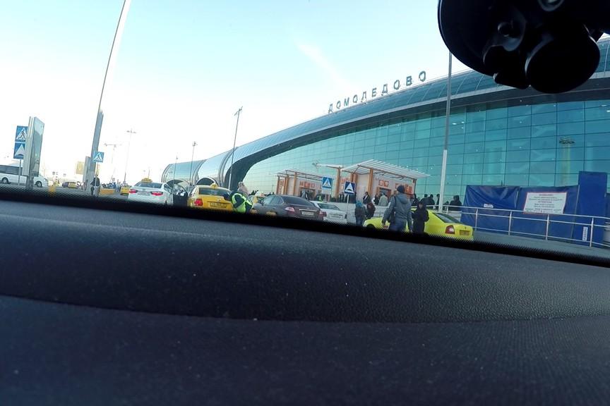Как устроен рынок нелегальных такси в московских аэропортах