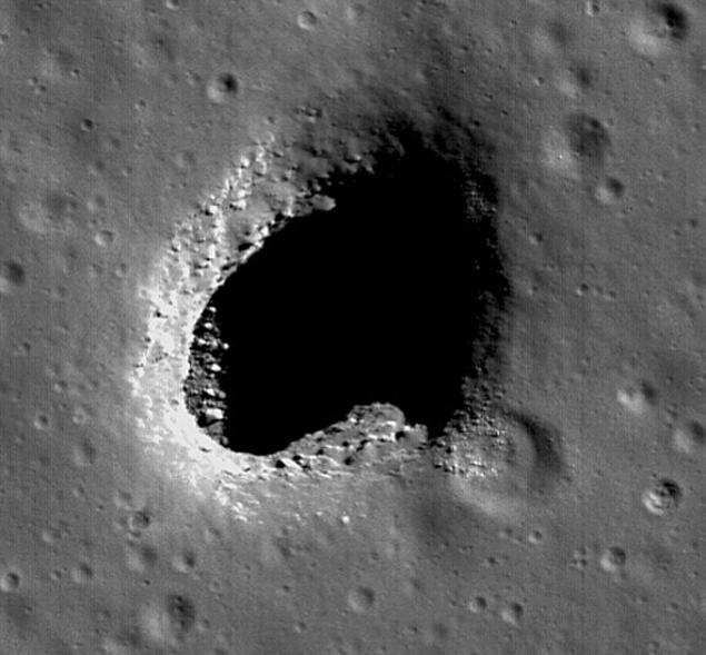 Вход во внутренюю полость на Луне, сфотографированный ранее